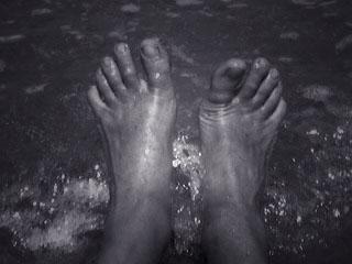 feetinwater.jpg