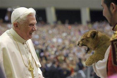 APTOPIX VATICAN POPE CIRCUS